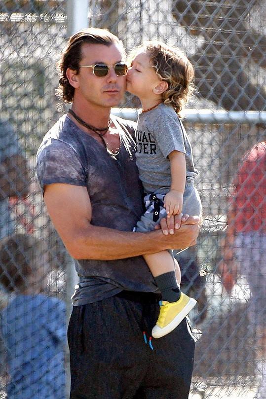Gavin Rossdale se láskyplně věnoval svému nejmladšímu potomku Appolovi.