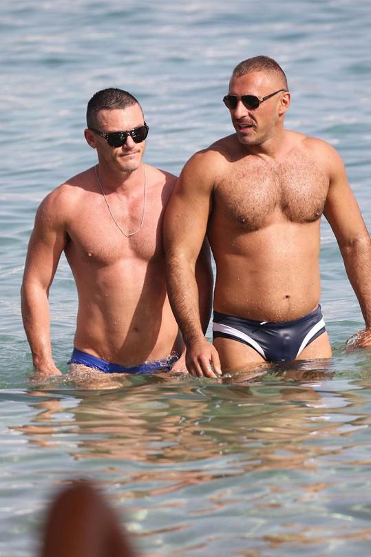 Luke Evans (vlevo) a pravděpodobně jeho nový přítel