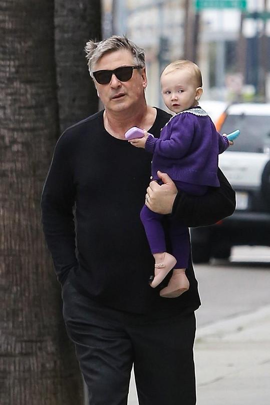 Alec s roční dcerkou Carmen