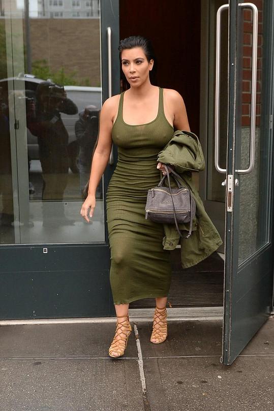 Kim se raduje z těhotenství.