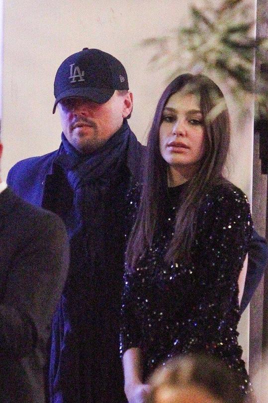 Leonardo DiCaprio a Camila Morrone zavítal na večírek plný celebrit.