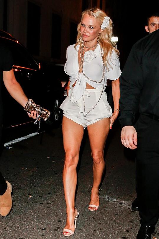 Pamela Anderson slaví padesát let. Jak jí to seklo před lety?