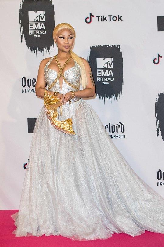Nicki se předvedla v krásných šatech.