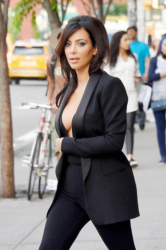 Kim Kardashian zase ráda provokuje.