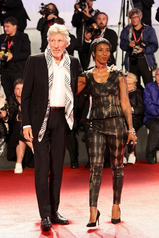 Roger Waters a Kamilah Chavis na filmovém festivalu v Benátkách v roce 2019