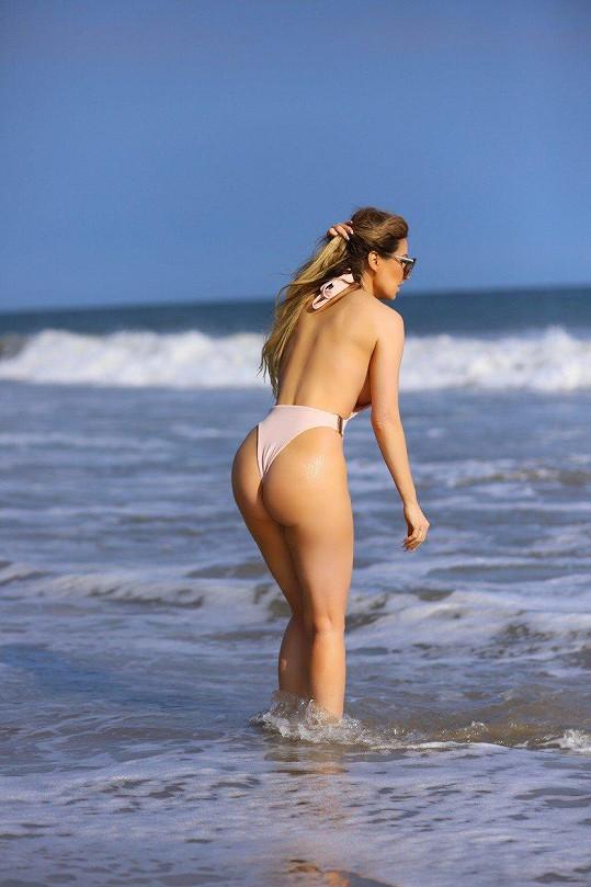 Brazilská playmate s nahotou nemá problém.