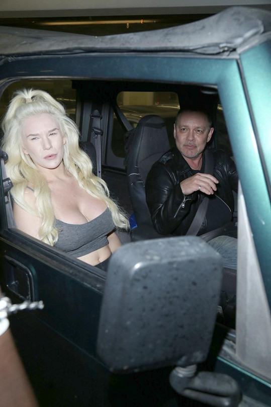 Courtney Stodden se rozvádí s Dougem Hutchisonem.