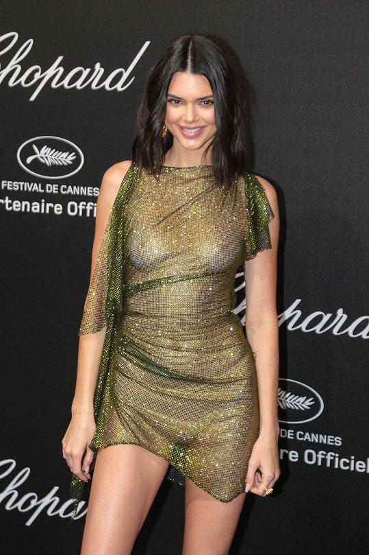 Kendall Jenner oblékla na večírek v Cannes průhledné šaty.