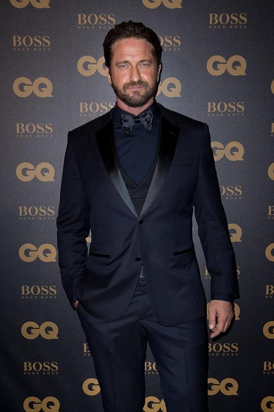 Gerard Butler na udílení cen magazínu GQ v Paříži