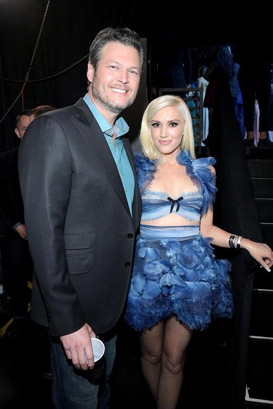 Blake tvoří spokojený pár s Gwen Stefani.