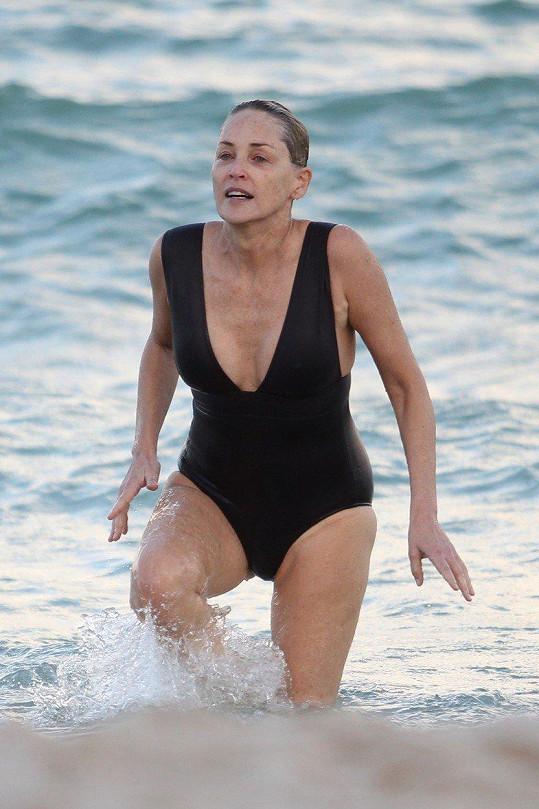 Sharon Stone tráví volno aktivně.