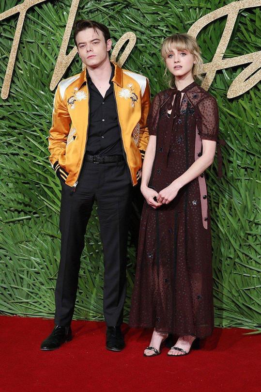 Charlie Heaton a Natalia Dyer spolu přišli na Fashion Awards.