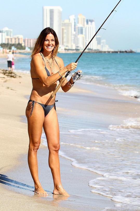 Kelly Bensimon rybařila v bikinách.