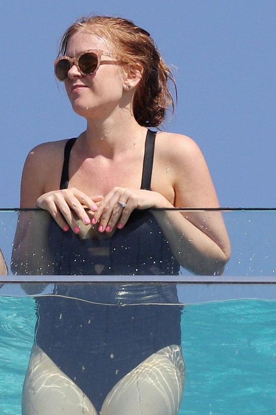 Isla Fisher v plavkách