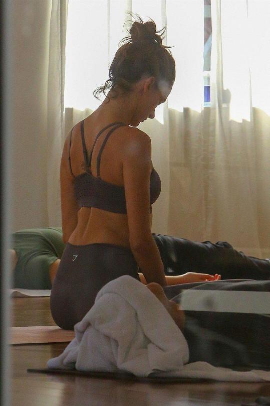 Alessandra o své tělo pečuje i v modelingovém důchodu.