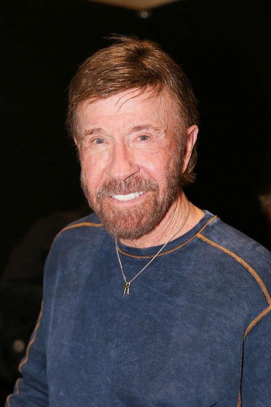 I Chuck Norris byl své ženě nevěrný, že z nevěry vzešla dcera, se dozvěděl mnohem později.