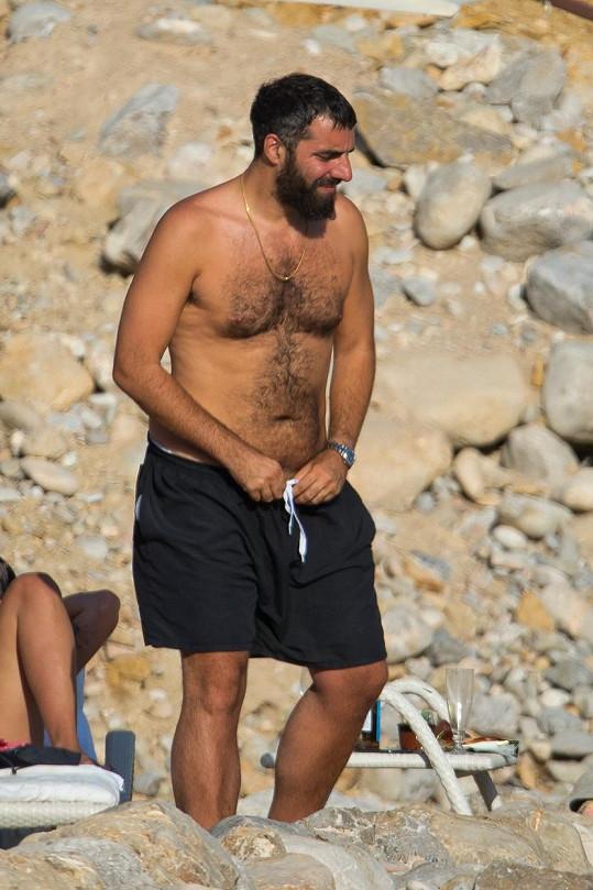 Francouzsko-řecký režisér je pořádný kus chlapa.