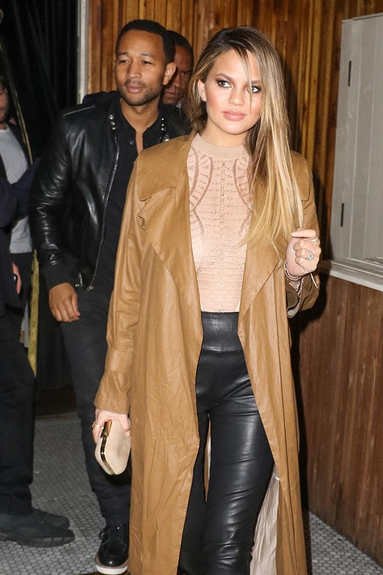 Chrissy Teigen a John Legend vyrazili na večeři.