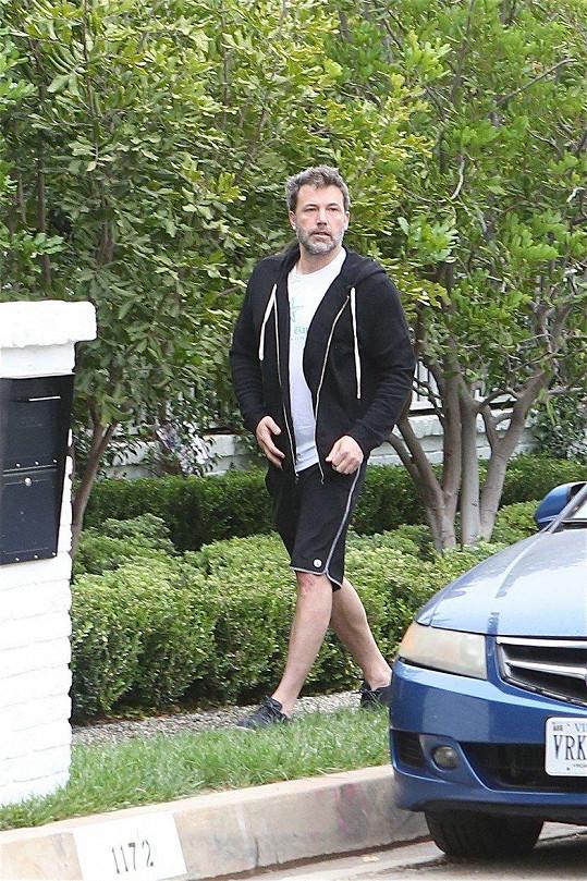 Ben Affleck se objevil před svým domem v LA.