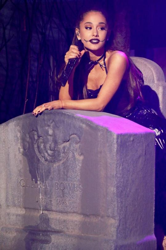 Ariana Grande ráda provokuje.