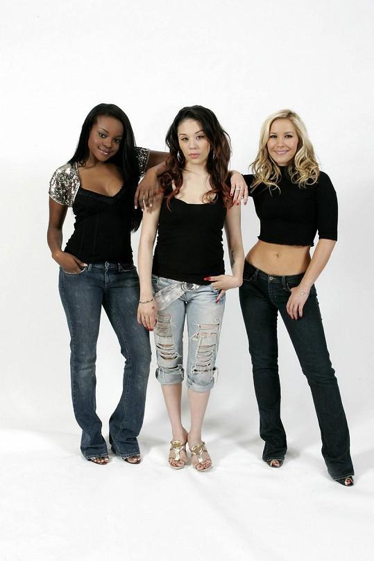 Mutya (uprostřed) s kolegyněmi ze skupiny Sugababes na snímku z roku 2005