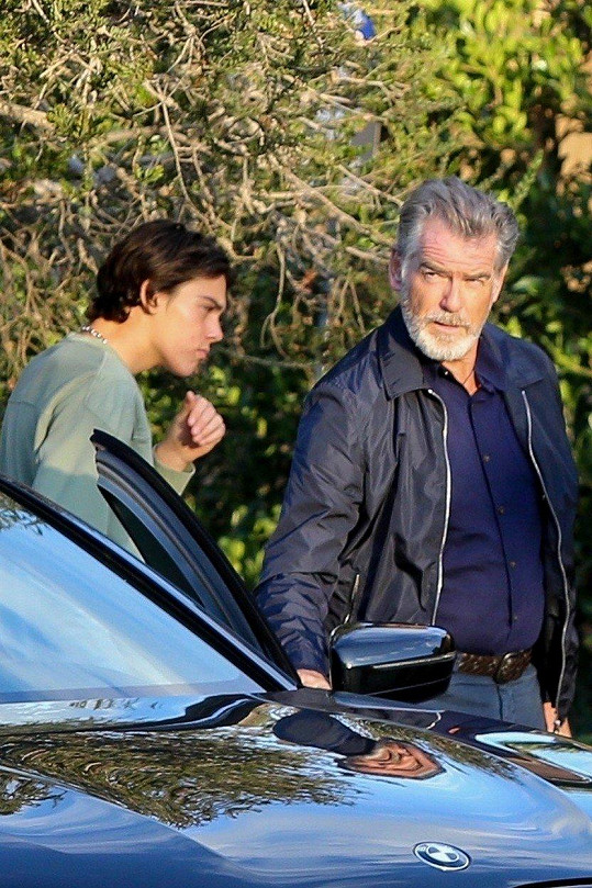 Pierce Brosnan si vyrazil se synem Paridem.