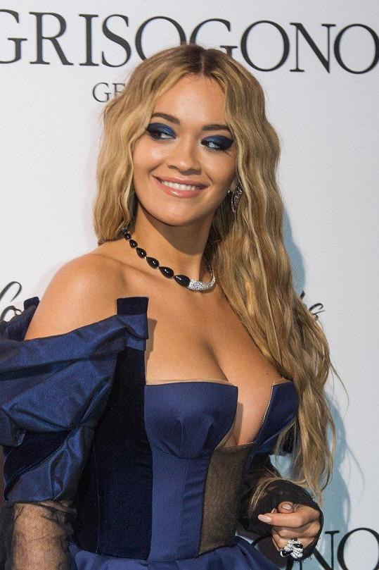 Zpěvačka Rita Ora (27) na květnové DeGrisogono Love On The Rocks Party v jihofrancouzském Cannes