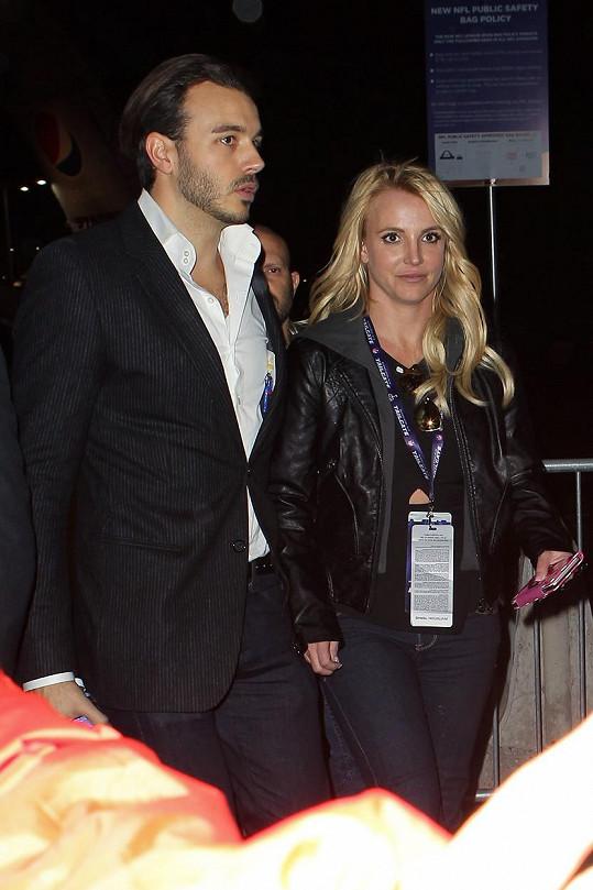 Britney Spears s přítelem Charliem Ebersolem na Super Bowlu