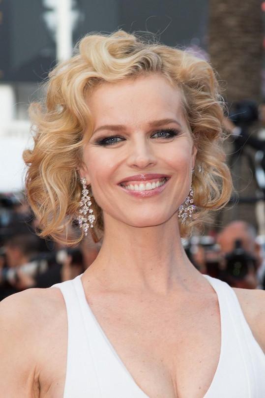 Česká topmodelka zavítala na premiéru dramatu The Unknown Girl.