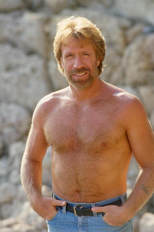 V 80. letech byl Chuck Norris prototypem sexy muže.