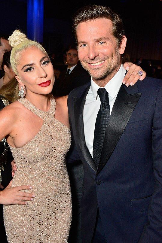 S Cooperem má Gaga vřelý vztah.