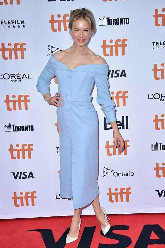 Renée Zellweger na červeném koberci v Torontu
