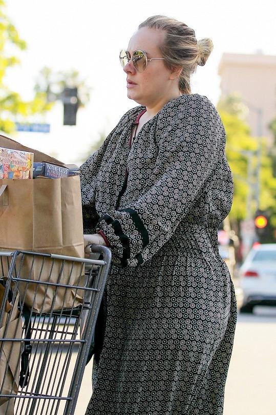 Adele si s výběrem oblečení nedělá starosti.