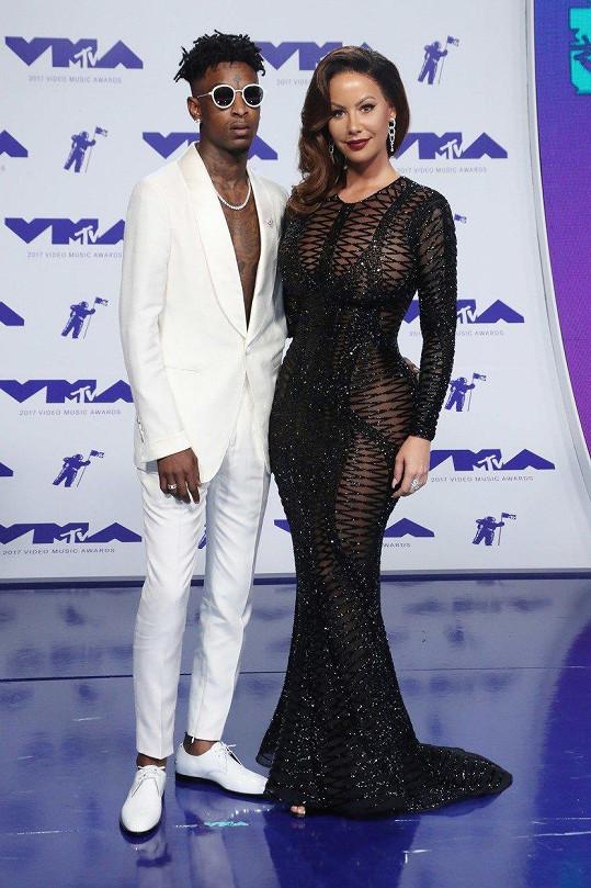 Na MTV VMA ji doprovázel raper 21 Savage.