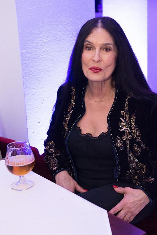 Zuzana Kocúriková připomíná vyznavačku černé magie.