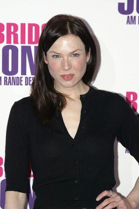 V roce 2005 si herečka na premiéru druhého dílu Bridget Jonesové obarvila vlasy natmavo a byla téměř k nepoznání.