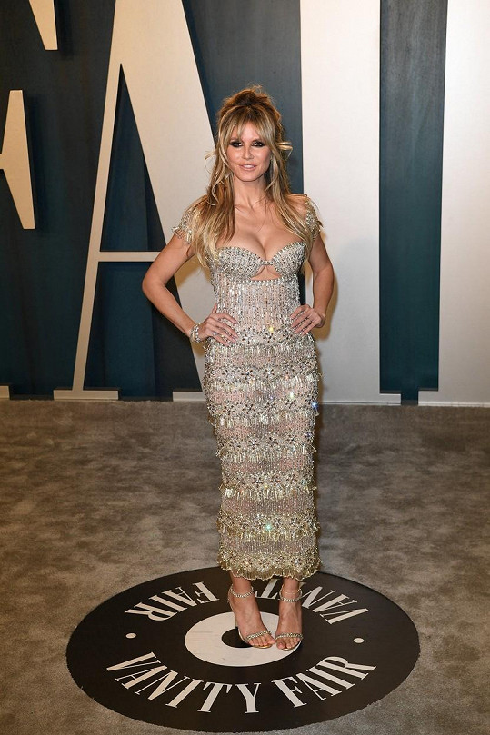 Heidi Klum nikdy nezklame, opět vynesla model, v němž vyniklo její bujné poprsí...