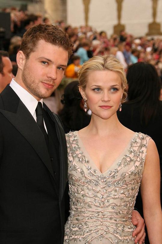Devět let byl ženatý s Reese Witherspoon.