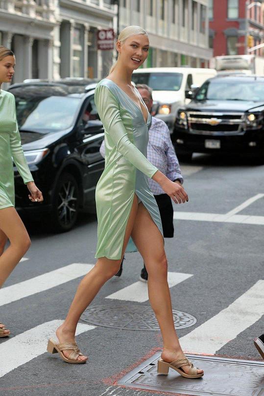 Naštěstí ale Karlie kalhotky měla, takže se krom malého módního faux pas vlastně tolik nestalo.