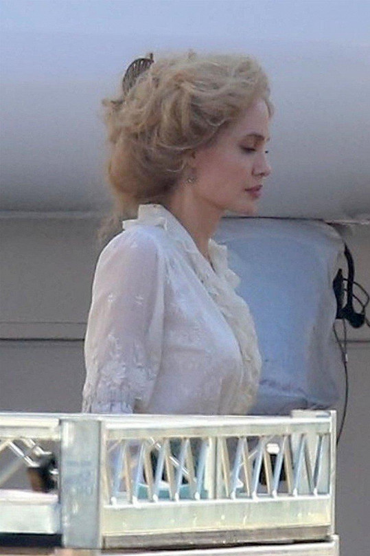 Angelina je kvůli nové roli blondýna.