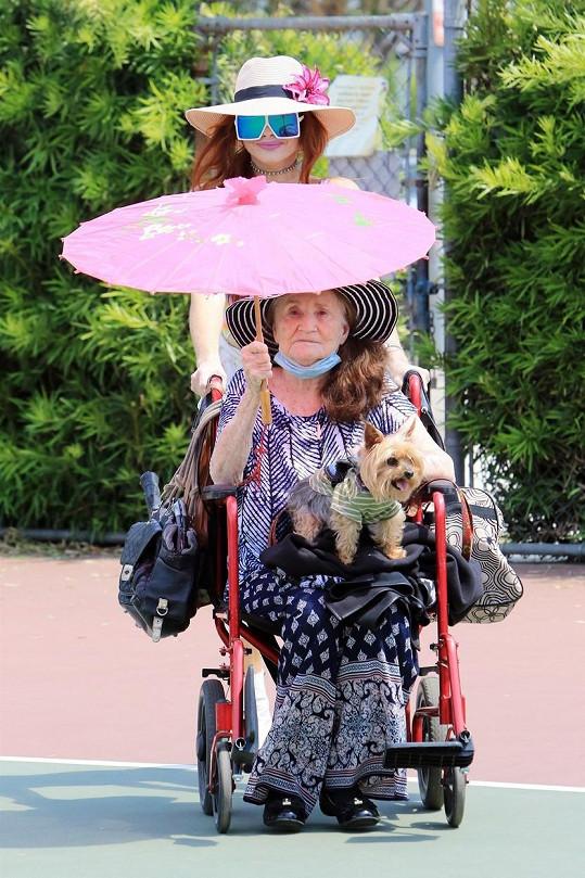 Phoebe Price s maminkou. Podoba se nezapře.