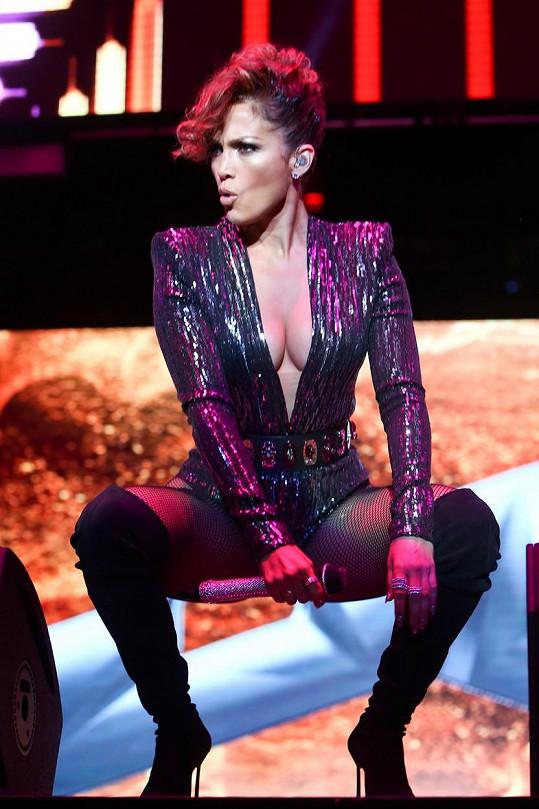 Začínala jako tanečnice, dnes je popovou i hereckou hvězdou.