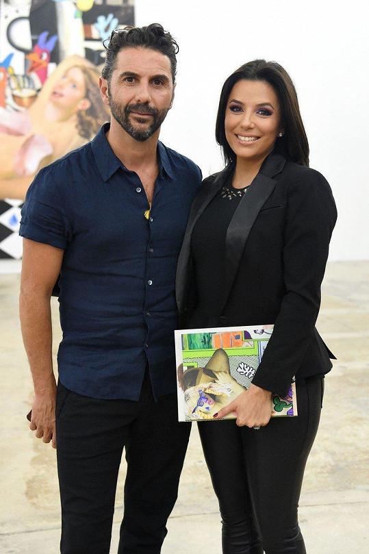 Eva Longoria čeká s manželem Josém Bastónem své první dítě. On má z předchozího manželství 22letou dceru Nataliu a 14letá dvojčata Marianu a Josého.