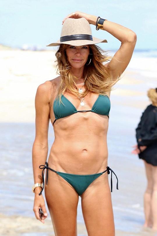Bývalá modelka se evidentně udržuje fit díky posilování.