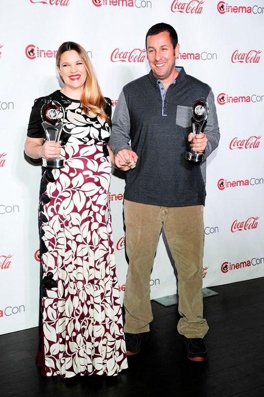 Adam s jednou ze svých nejčastějších filmových partnerek Drew Barrymore. Zahráli si spolu ve filmech Píseň pro nevěstu, 50x a stále poprvé, Dovolená za trest.