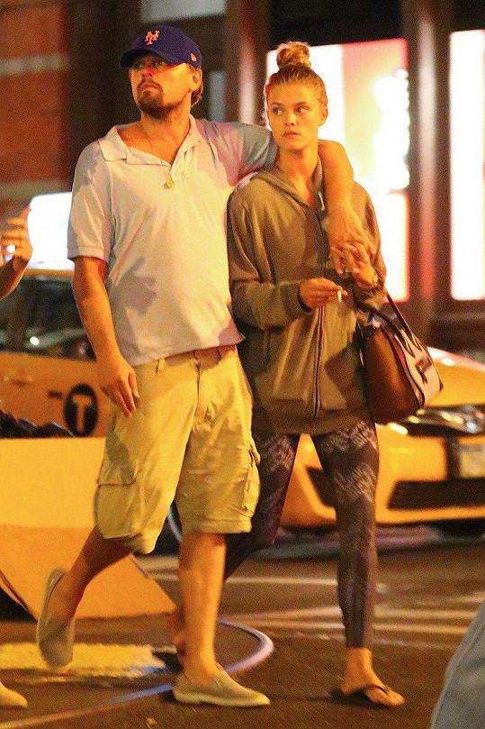 Svého času Nina chodila s Leem DiCapriem.