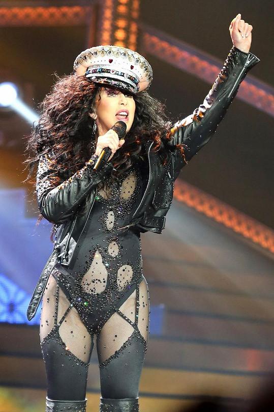 Svému stylu je Cher věrná dodnes.