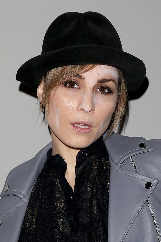 Švédská herečka Noomi Rapace vyrazila na přehlídku s nedokonalým make-upem.