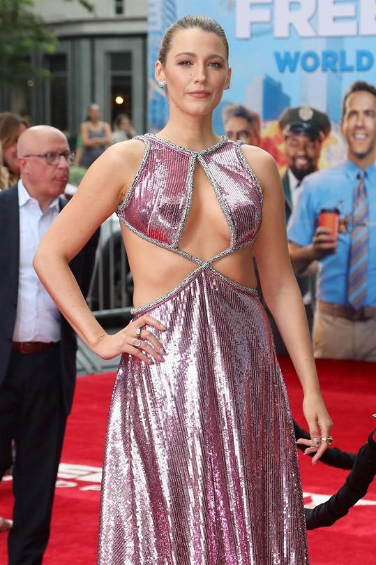 Blake vypadala v sexy šatech skvěle.