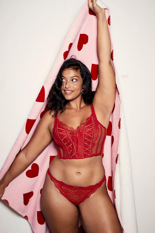 Devyn Garcia je jednou z plnějších tváří značky Victoria's Secret